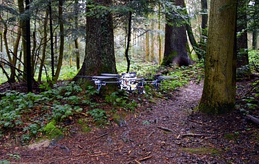 With the new drones, missing persons can be found and rescued quickly in forests and mountain areas (image: UZH; USI; SUPSI)