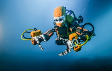 OceanOne, a new humanoid robotic diver from Stanford, explores a 17th century shipwreck. (Image credit: Frederic Osada and Teddy Seguin/DRASSM)