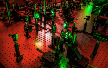This laser ultrasonic setup allows the UW team to observe vibrations of microscale granular crystals. (Dennis Wise/University of Washington)