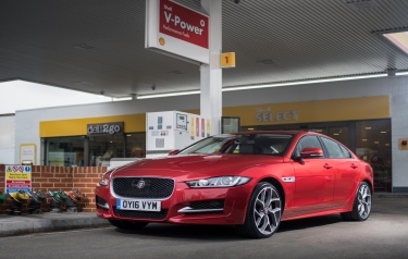 JAGUAR AND SHELL LAUNCH WORLD'S FIRST IN-CAR PAYMENT (Credit: Jaguar Land Rover)