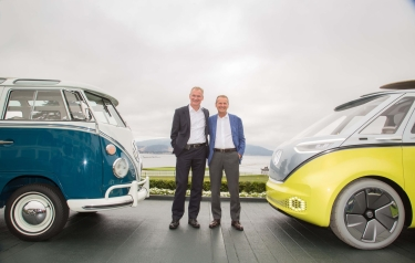 Dr. Eckhard Scholz and Dr. Herbert Diess announce the decision (Credit: Volkswagen)