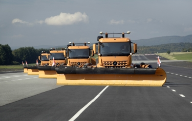 Automated Mercedes-Benz Arocs trucks clear the way (Credit: Daimler)