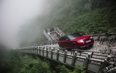 Plug-in hybrid (PHEV) performance SUV climbs towering 45-degree, 999-step staircase in world-first Dragon Road challenge (Credit: Land Rover)