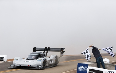 New record for Romain Dumas with the I.D. R Pikes Peak (Credit: Volkswagen)