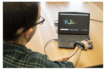 With continuous tracking, AuraRing can pick up handwriting — potentially for short responses to text messages. (Dennis Wise/University of Washington)
