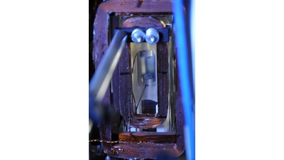 JILA's superradiant laser traps 1 million rubidium atoms in a space of about 2 centimeters between two mirrors. The atoms synchronize their internal oscillations to emit laser light. Photo credit: Burrus/NIST