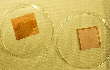 An uncoated tile of screen is wetted by liquids (left), but a treated piece remains dry. Photo: Joseph Xu, University of Michigan Engineering Communications
