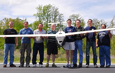 The NRL flight crew holds the Ion Tiger unmanned aerial vehicle (photo: US Naval Research Laboratory)