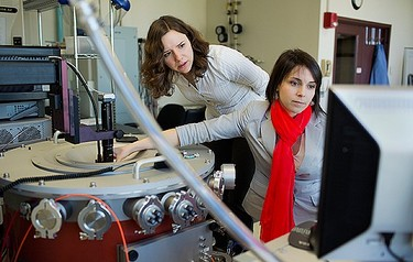 Laura Popa (left) and Dana Weinstein test their experimental chip using a cryogenic vacuum radio-frequency probe station (photo: M Scott Brauer)