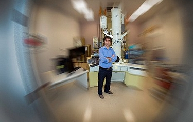 Professor Durdu Güney stands in the Michigan Tech lab where he and his team are working to produce a metamaterial-based 'perfect' lens (photo: Michigan Technological University)