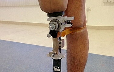 A prototype of the prosthetic knee mechanism was tested at a Jaipur Foot organization in India (photo courtesy of the researchers)